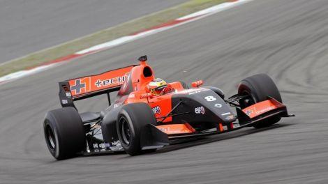Em 2012 perdeu o título na FR 3.5 V6 porque foi atirado para fora da pista pelo... Campeão