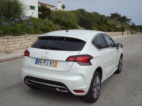 A palavra Citroën no portão traseiro não deixa dúvidas quanto à marca
