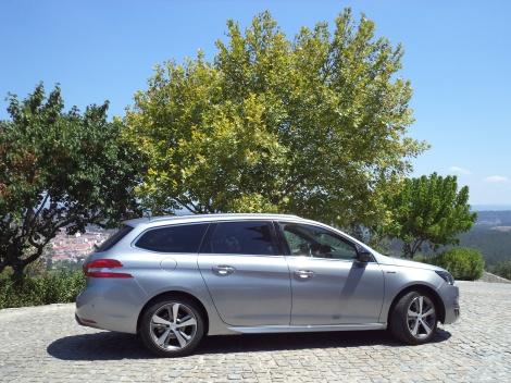 O Peugeot 308 SW 1.6 BlueHDi 120 GT Line custa