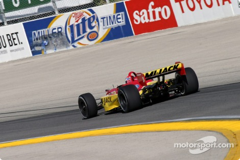 Em 2004 estreou-se na Champ Car com a Mi-Jack Conquest Racing