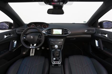 O interior do GT Line é igual ao do GT e muito desportivo
