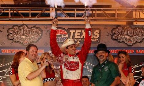 Wilson festeja a sua única vitória numa oval, no Texas, em 2012