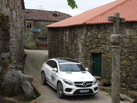 O caminho para Santiago de Compostela passa por aldeias como esta