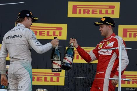 Nico Rosberg e Sebastian Vettel ocuparam os outros dois lugares do pódio