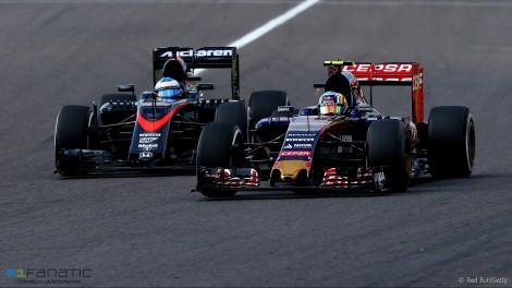 Sortes diferentes para os dois espanhois: Sainz foi 10º, na frente de Alonso... mas nos pontos