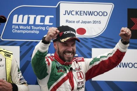 Tiago Monteiro festeja o segundo triunfo do ano no WTCC