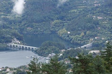 Vista sobre a Barragem do Rio Caldo