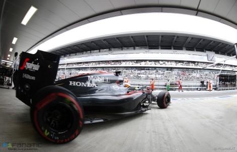 Fernando Alonso acabou em 10º mas caiu um lugar com uma penalização