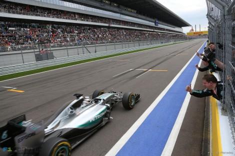 Lewis Hamilton venceu pela nona vez este ano e é já quase campeão