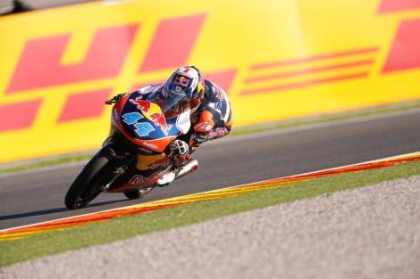 Oliveira ganhou a última corrida de Moto3 do ano mas não chegou...