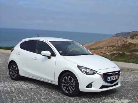 Esta versão do Mazda2 custa pouco mais de 22.000 mas há mais barato quase 3.000 euros