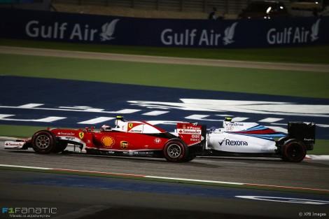 Raikkonen foi 2º depois de lutar com os Williams e com Hamilton