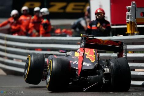 Max Verstappen nos rails, uma constante do fim-de-semana