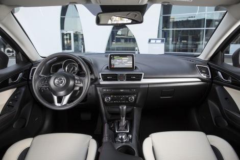 O interior do novo Mazda3 é espaçoso e ressuma alguma qualidade