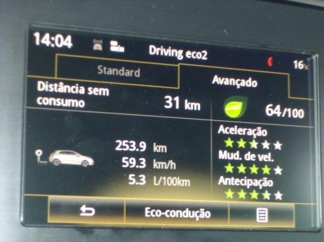O T Link2 fornece diversas informações sobre o carro e de entretenimento