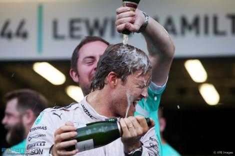 """Nico Rosberg é """"refrescado"""" após dominar o GP da Europa"""