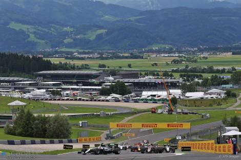 Lewis Hamilton garantiu o triunfo na última volta da prova