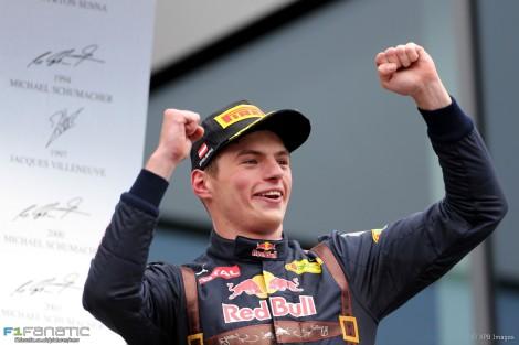 Verstappen voltou a festejar no pódio mas agora no 2º lugar